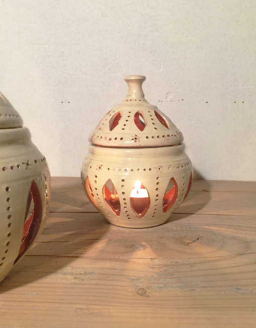 The small ceramic lantern in white