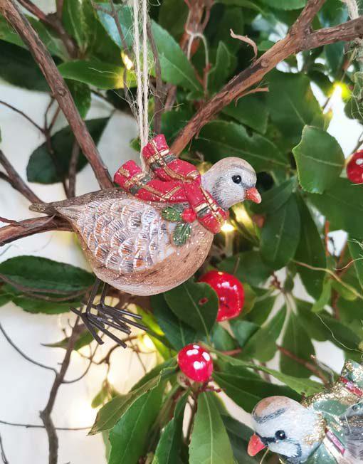 pájaro bufanda roja árbol de navidad